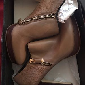Brand new Michael size 8 taupe booties